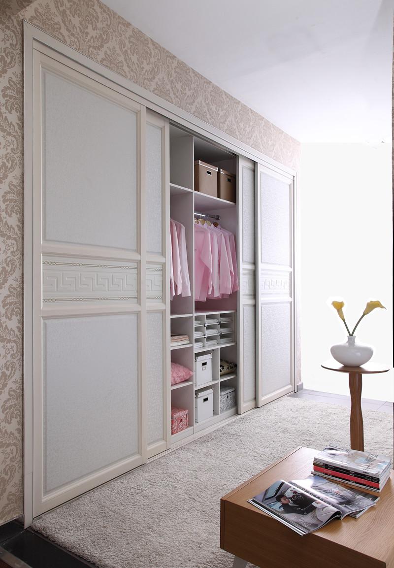 为消费者量身定制衣柜,衣帽间,移门及配套板式家具等产品.图片
